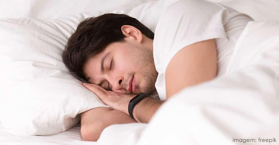 Quem sofre de insônia deve manter um padrão de horário para dormir
