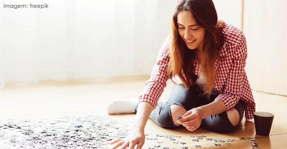 Resolver pequenos enigmas e charadas pode auxiliar na busca pela sensação de paz e equilibrio